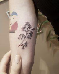 תהילה - contrast tattoo